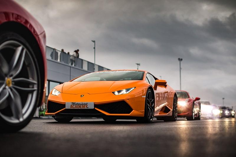 Lamborghini Huracan Ferrari sur le circuit du Mans