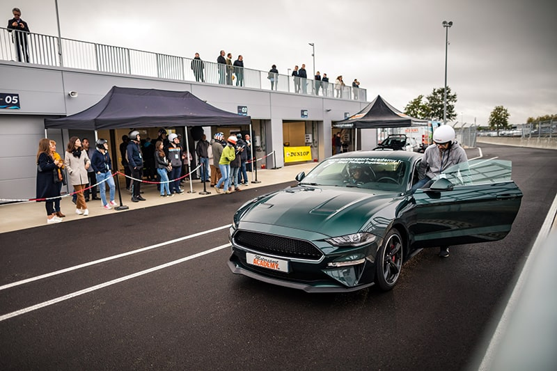 Ford Mustang Bullit Vert Stagiaire au Volant