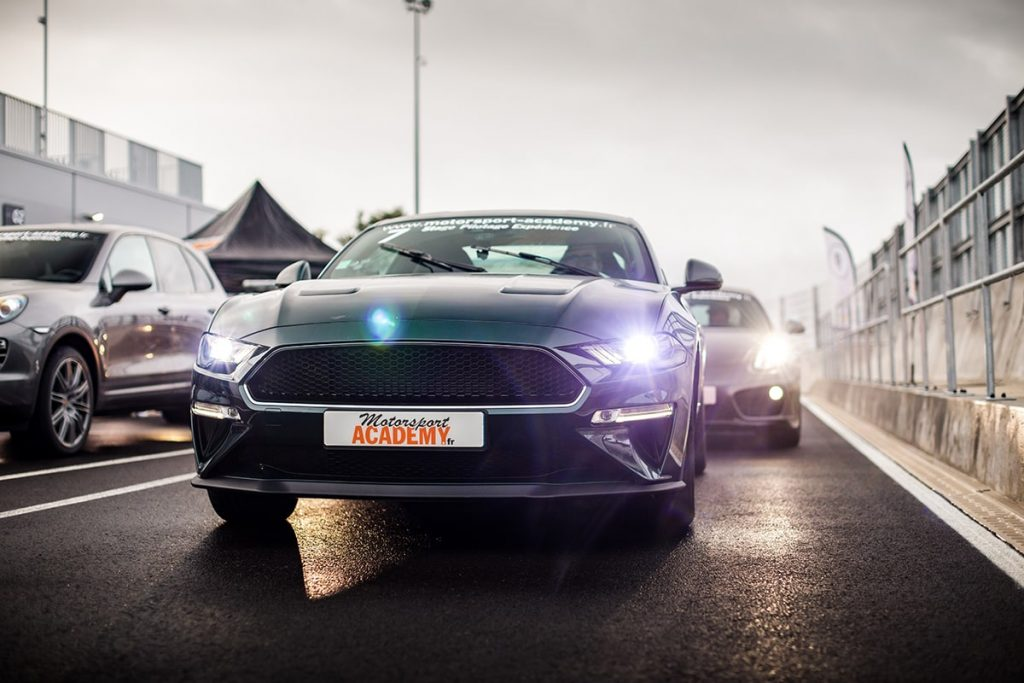 Ford Mustang Bullit Vert Bouteille Phares Allumés